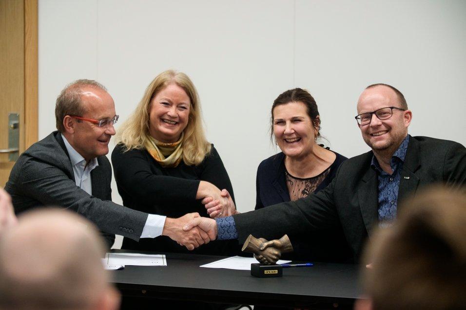 Nye veier har signert kontrakt med Peab og COWI
