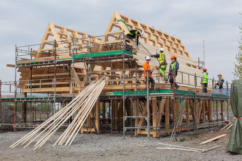 Bygger nytt felleshus med gamle materialer
