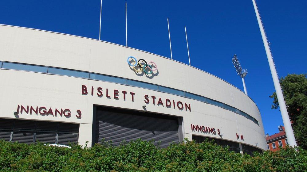 Bislett stadion er først i Norge med lagring av solenergi på brukte bilbatteri